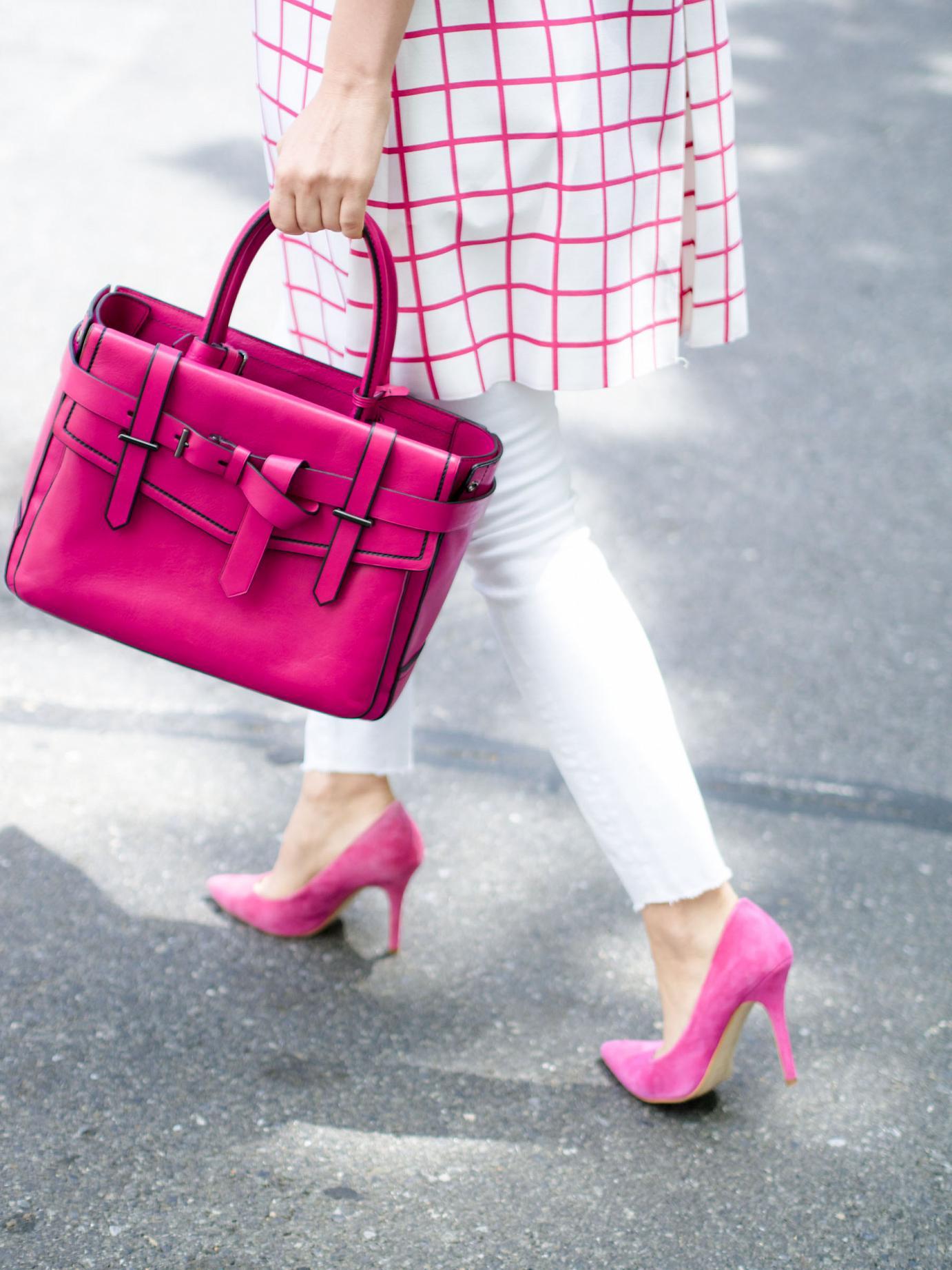 Яркая сумка станет прекрасным приобретением для лета 2015