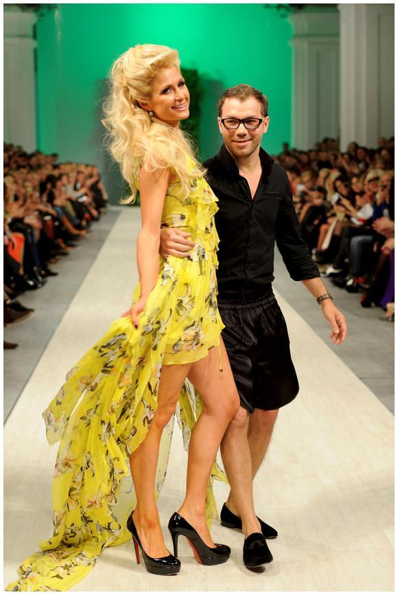 Пэрис Хилтон поддерживает связи с известными украинцами (на фото с дизайнером Андре Таном)