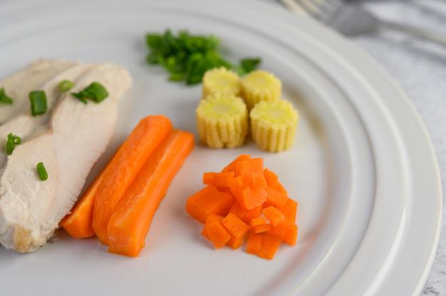 Диетологи определили лучшую еду для вечерних перекусов