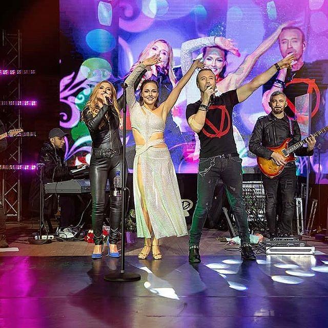 Олег Винник выступил на концерте вместе со своей женой Таюне