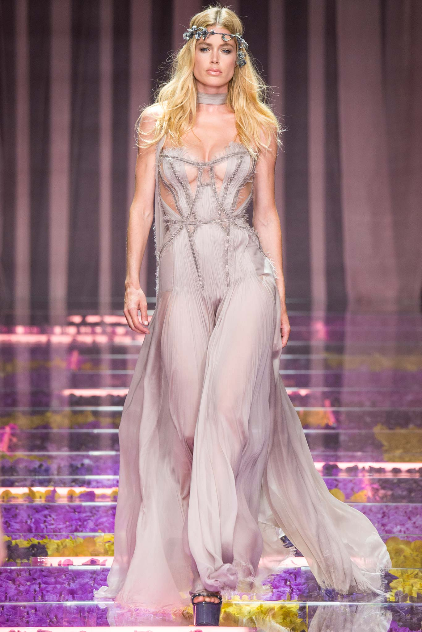 Показ Atelier Versace осень 2015