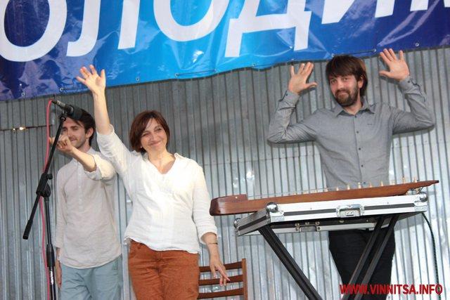 Бирута Озолиня исполнила песню на украинском языке в Виннице