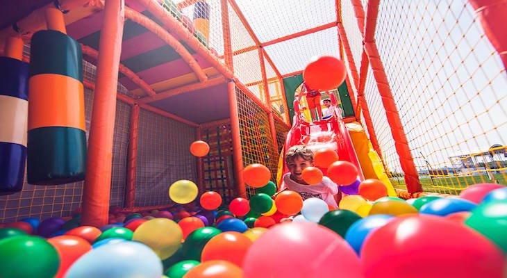 Karlson Park -  красочная батутная арена для детей любого возраста, ниндзя-парк, трех-уровневый лабиринт и прочее