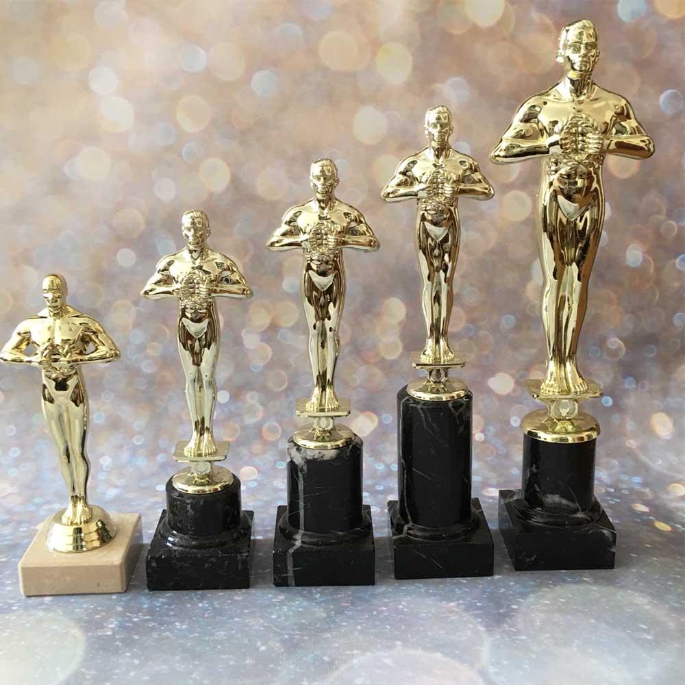 На статуэтке можно выгравировать имя и фамилию награждаемого, а также номинацию, в которой он победил