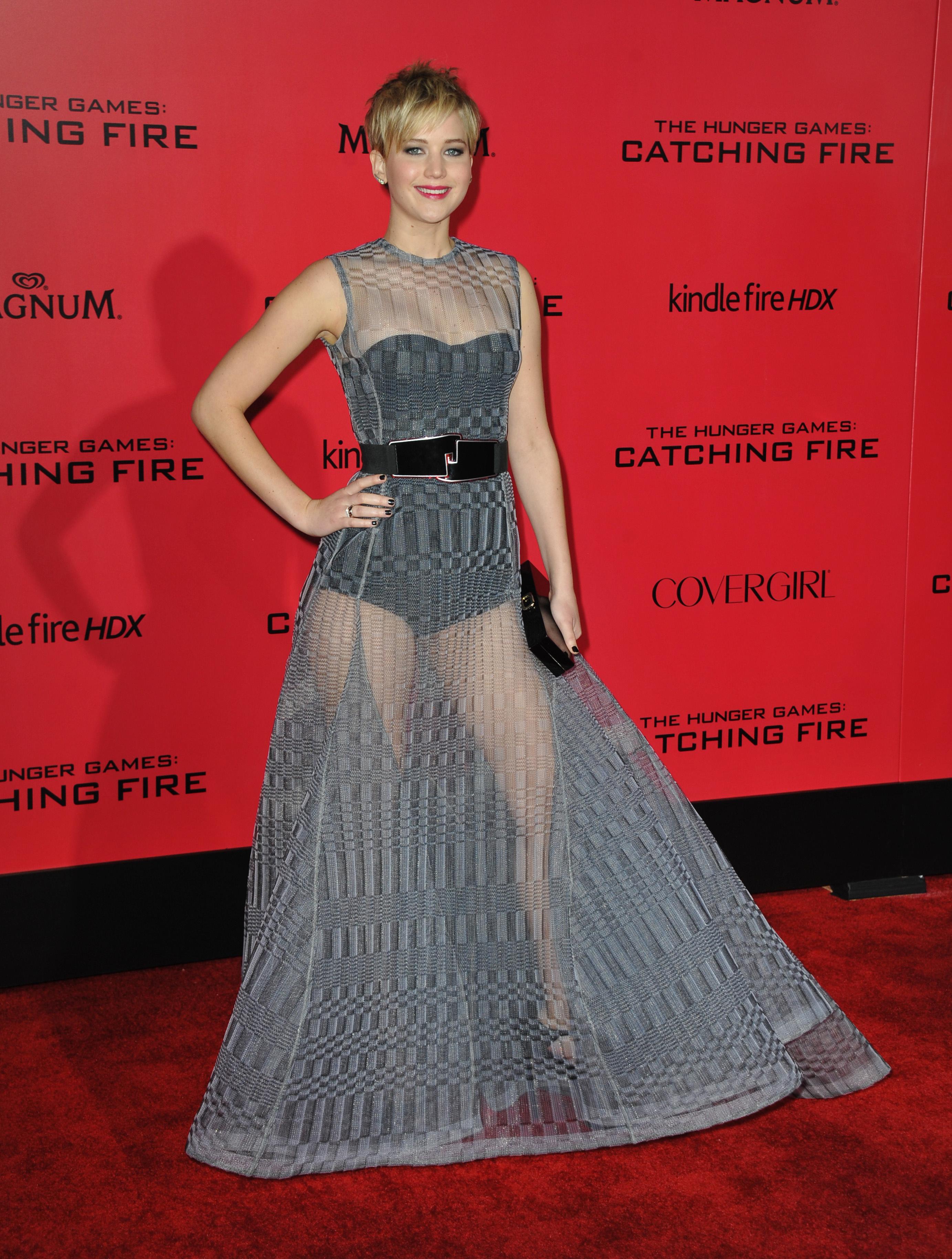 Актриса Дженнифер Лоуренс прошлась по красной дорожке в прозрачном ...