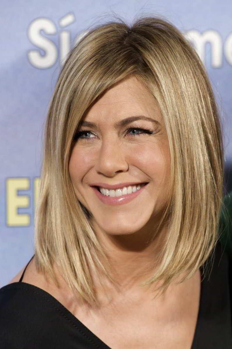 45-летняя актриса выглядит моложе своего возраста благодаря стараниям личного косметолога