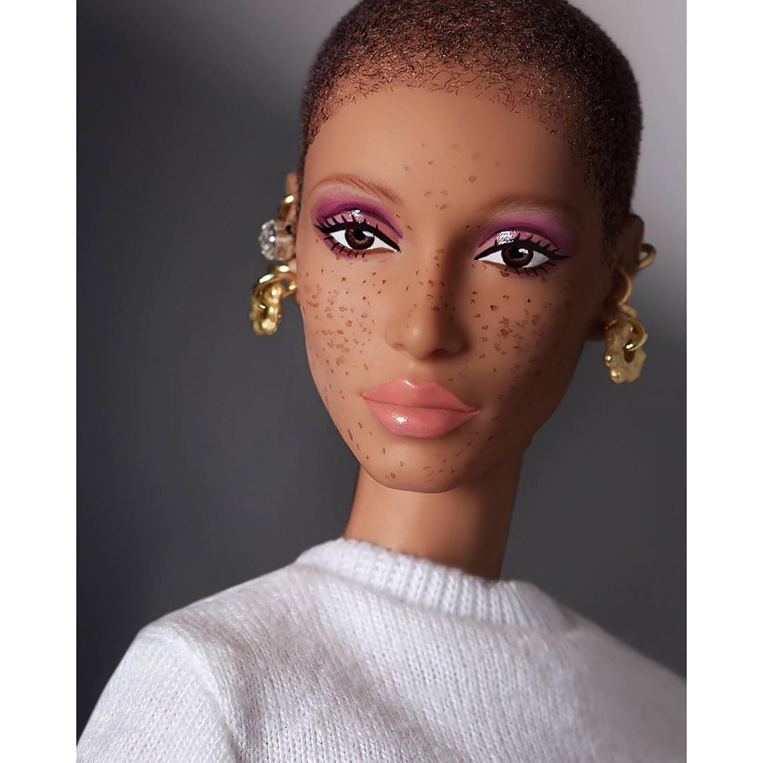 Адвоа Абоа в образе куклы Барби