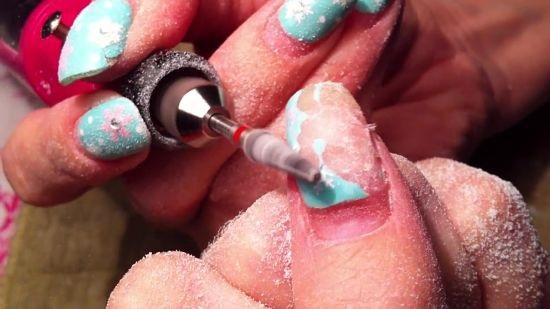 После спила лишнего покрытия ваши ногти готовы для нового гель-лака