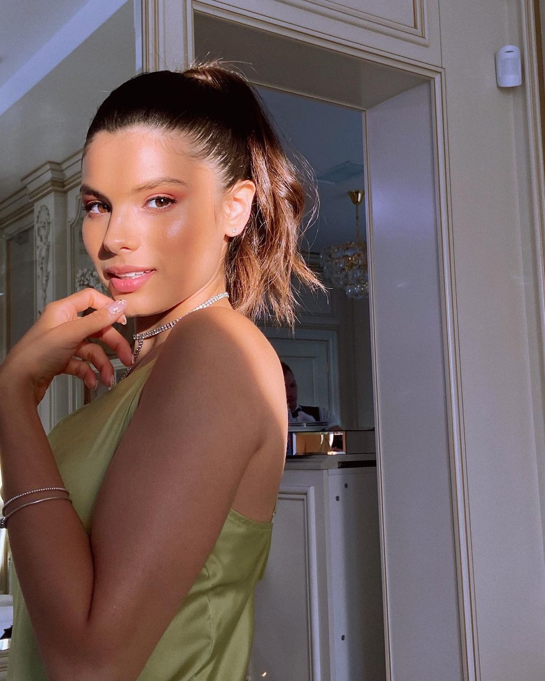 Мишель Андраде удивила поклонников необычным макияжем