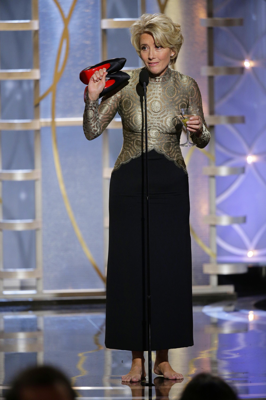 Актриса Эмма Томпсон  рассталась со своими туфлями прямо на сцене