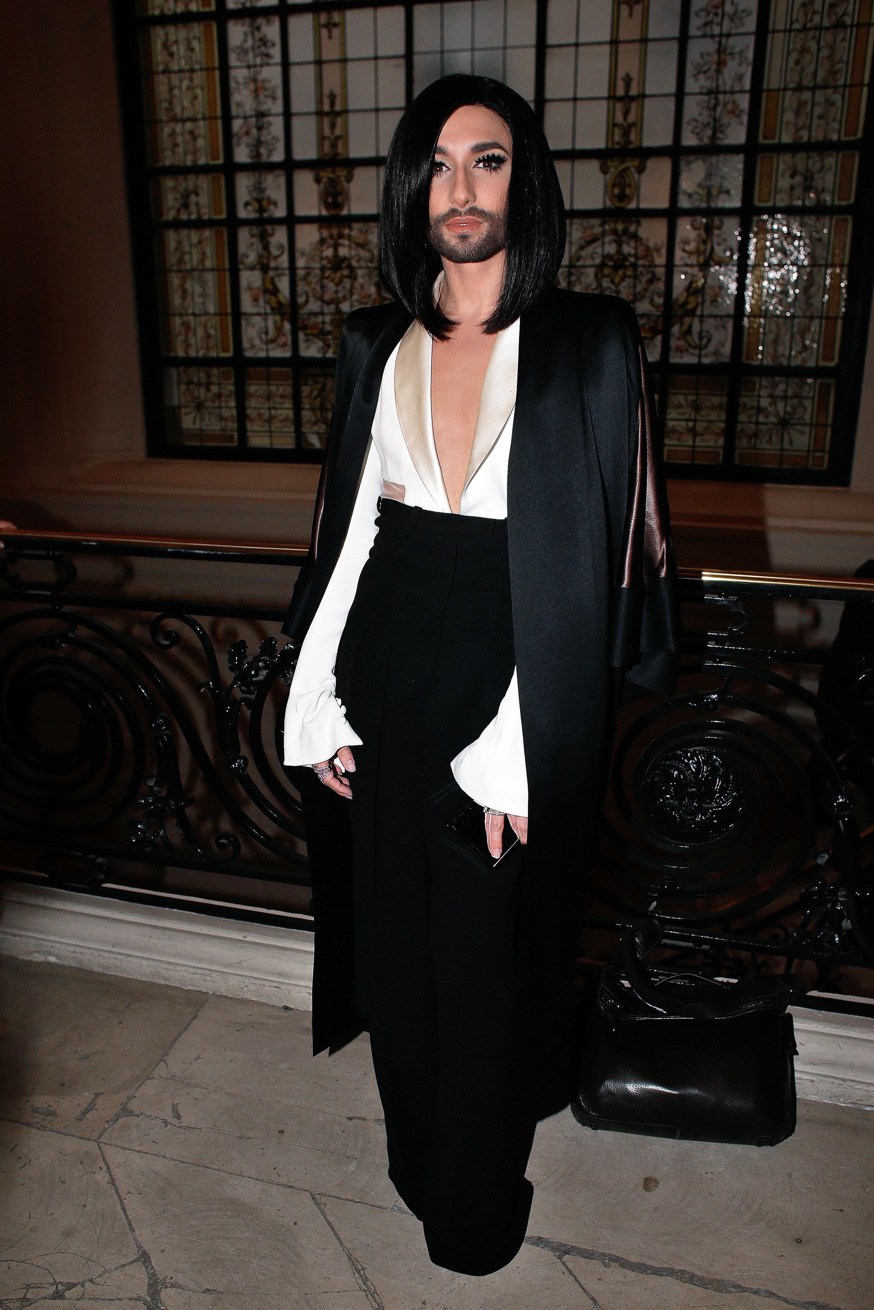 Певица Кончита Вурст больше не эпатирует публику откровенными нарядами