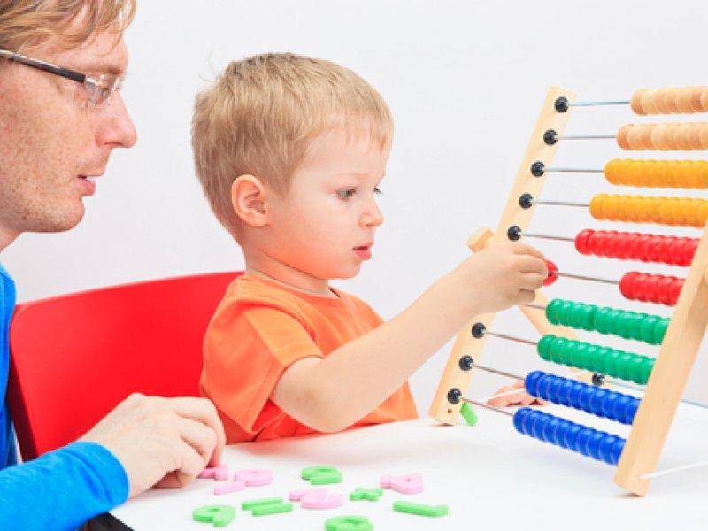 Ребенок до 5 лет уже должен уметь считать до 10 и обратно