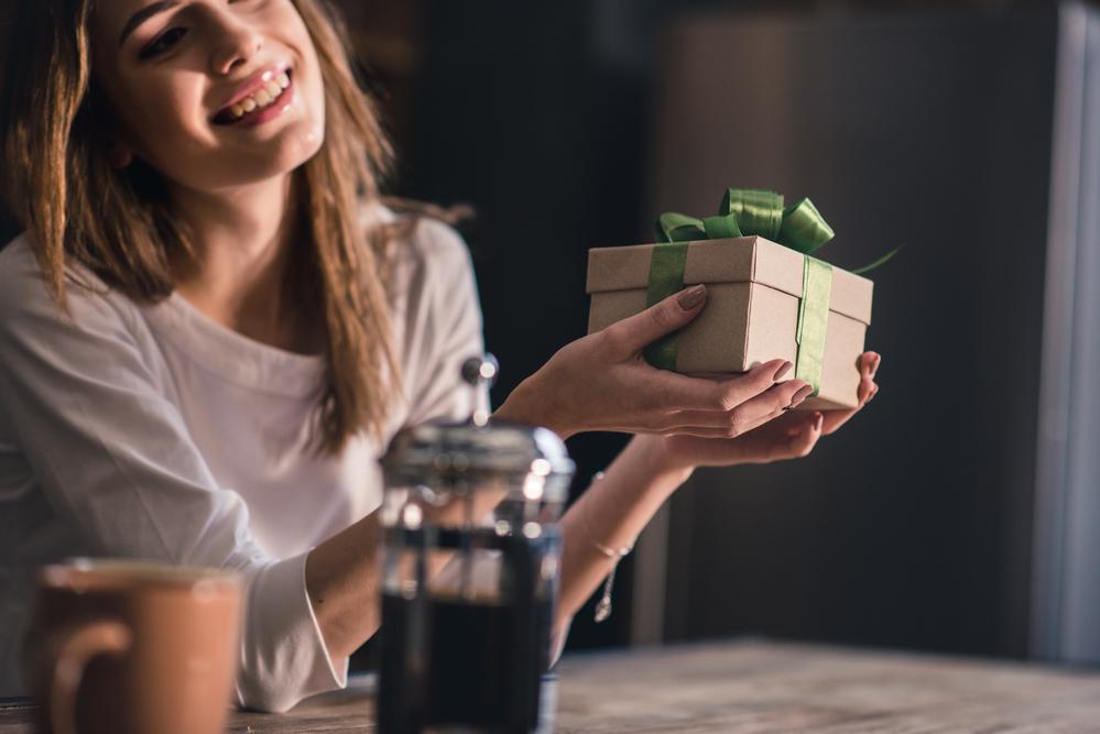 Что подарить девушке ко Дню влюбленных: ТОП-5 идей для подарка