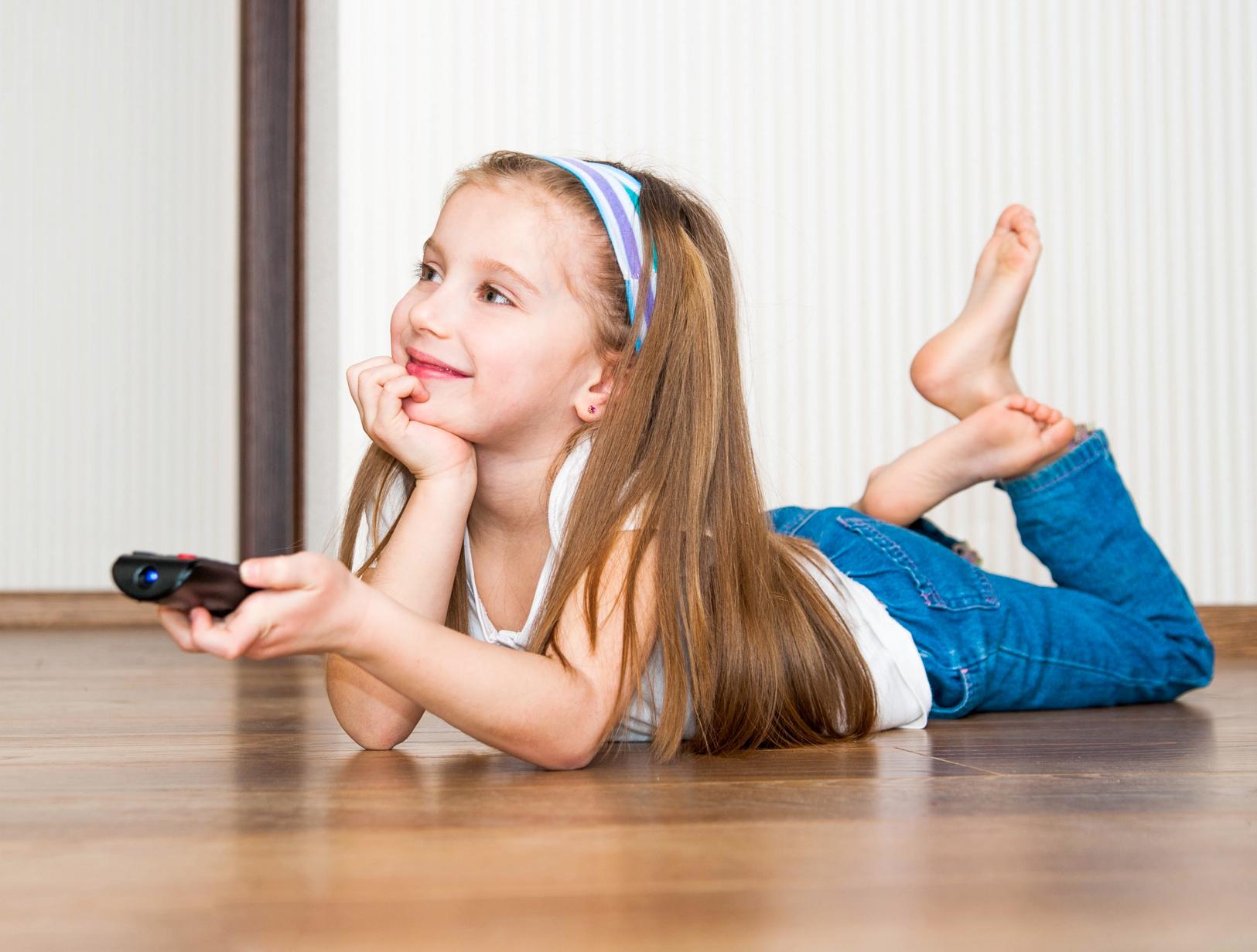 Картинки по запросу ребенок и телевизор
