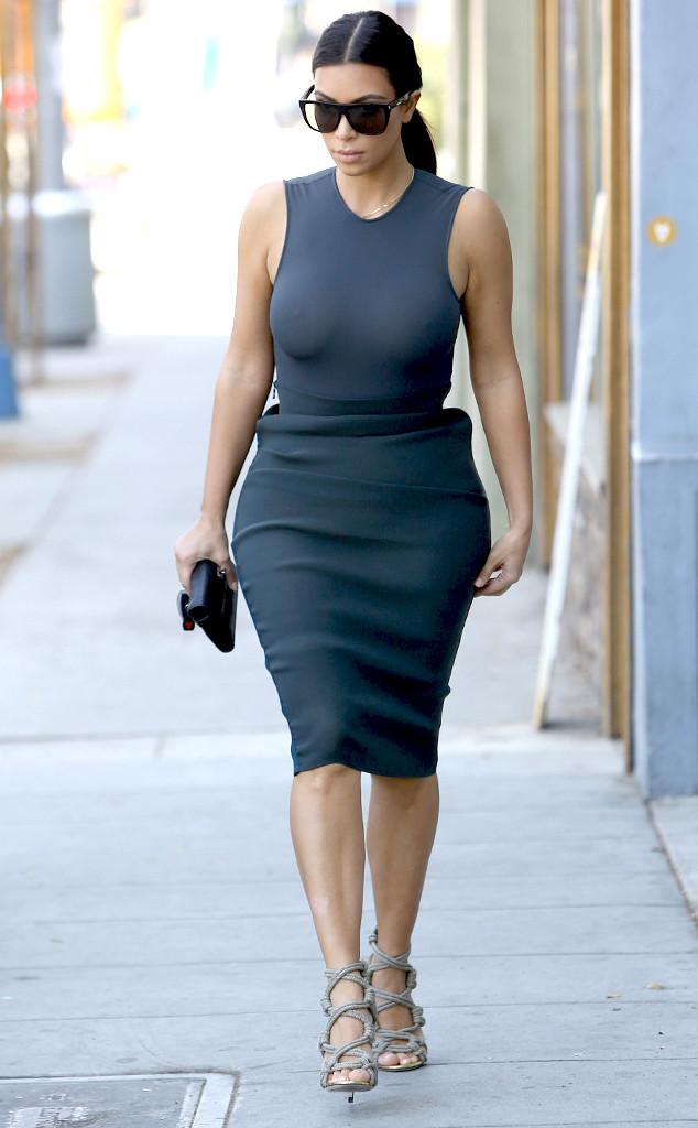 Даже черный цвет наряда не спас Ким Кардашян от модного провала