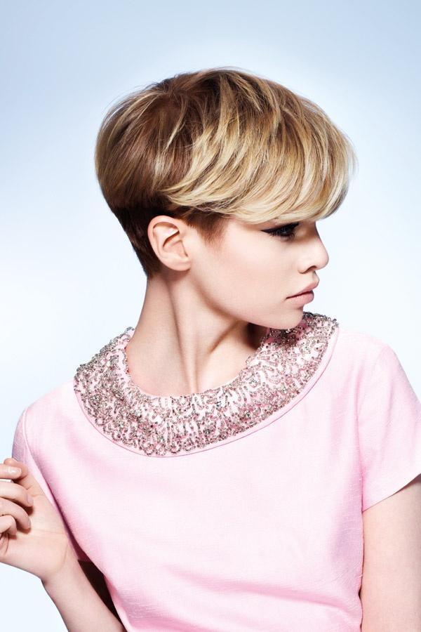 Ivona - Coupe tres courte blonde ...