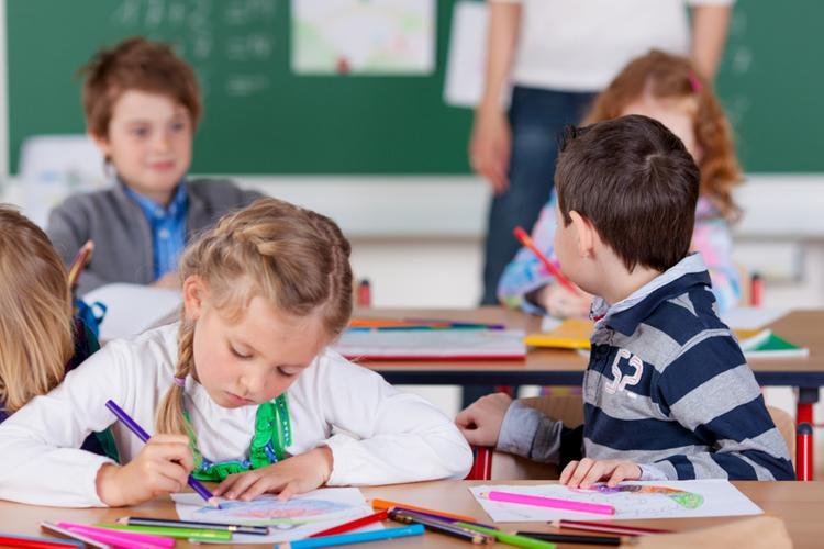 Взаимопонимание, поддержка и вера в вашего малыша помогут настроиться на позитив и стать частью школьного мира