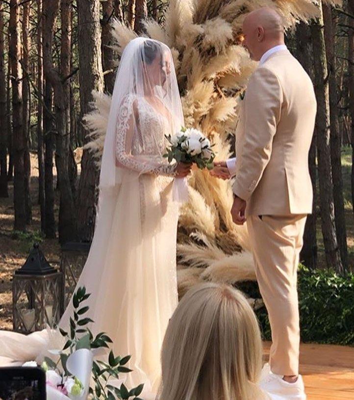 Чья работа: ТОП-3 наряда Насти Каменских на свадьбе