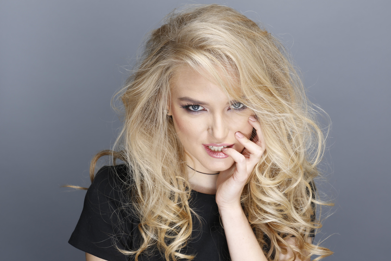 Лиза Краснова более четырех лет ведет блог о моде, красоте и культуре под названием TotallyBlond