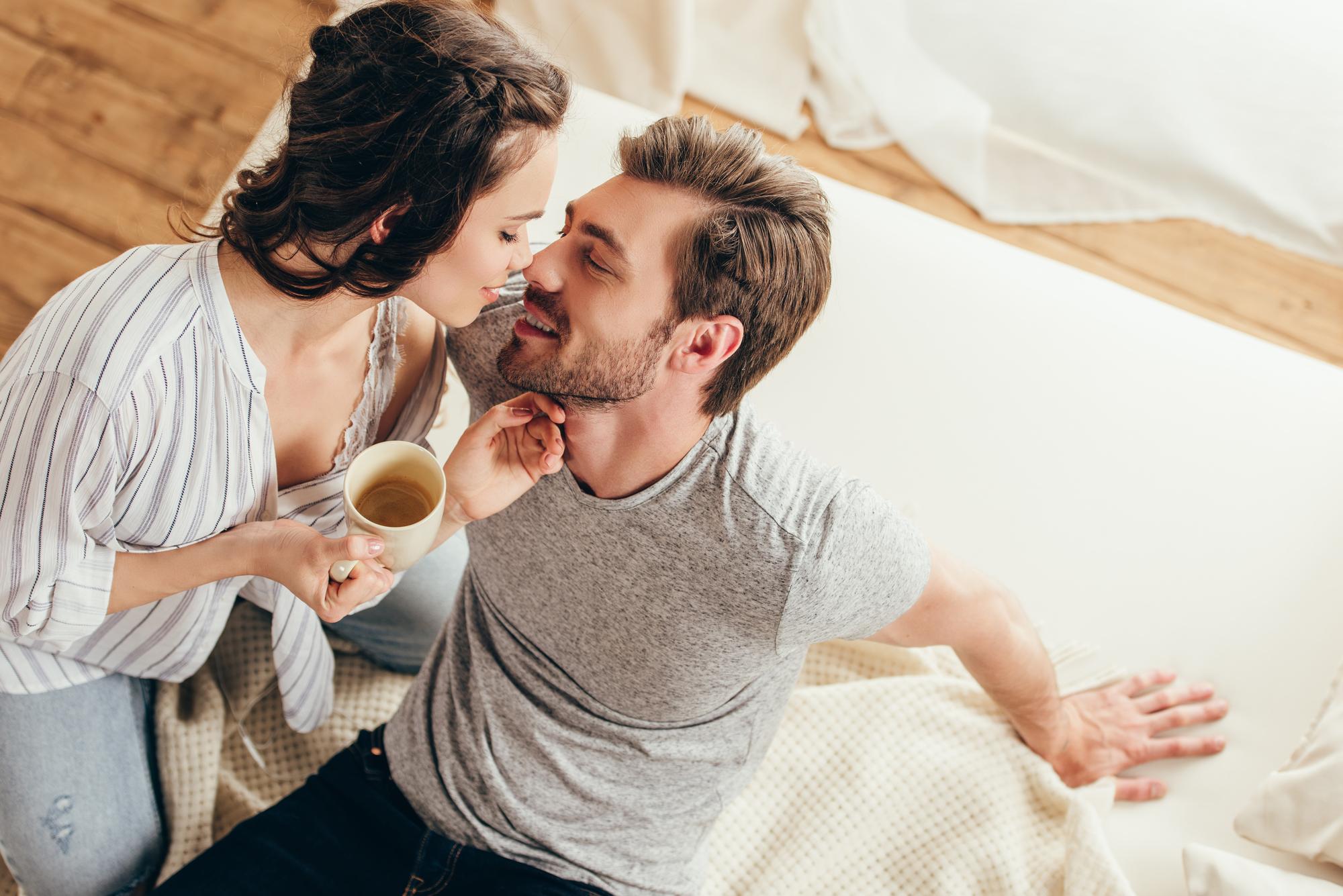 День поцелуя 2019: лучшие поздравления с праздником