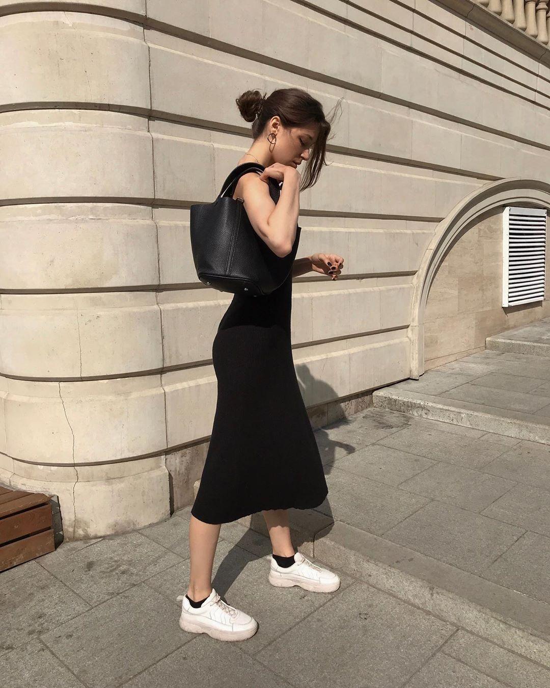 Модные забытые тенденции, которые вернулись в 2020 году: Черные носки