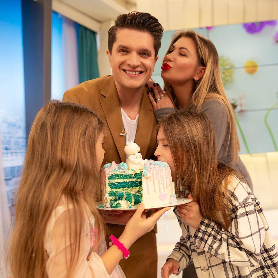 Анатолий Анатолич, его жена Юлия Бойко и дочери