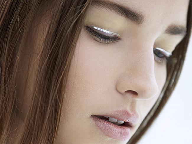 Дом Dior представил новый beauty-тренд: стрелки-наклейки для глаз