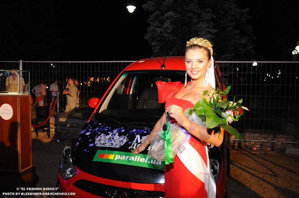 В подарок Мисс Донбасс OPEN 2013 получила автомобиль Hyundai I10.