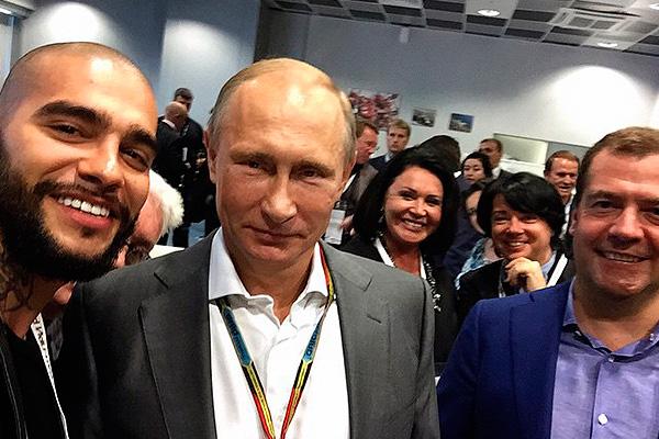 Тимати вместе с президентом России Владимиром Путиным и премьер-министром Дмитрием Медведевым