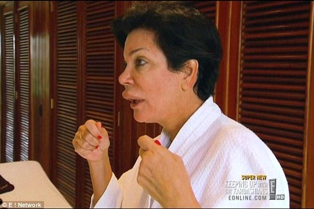 Мама Ким Кардашян удивила огромной распухшей губой