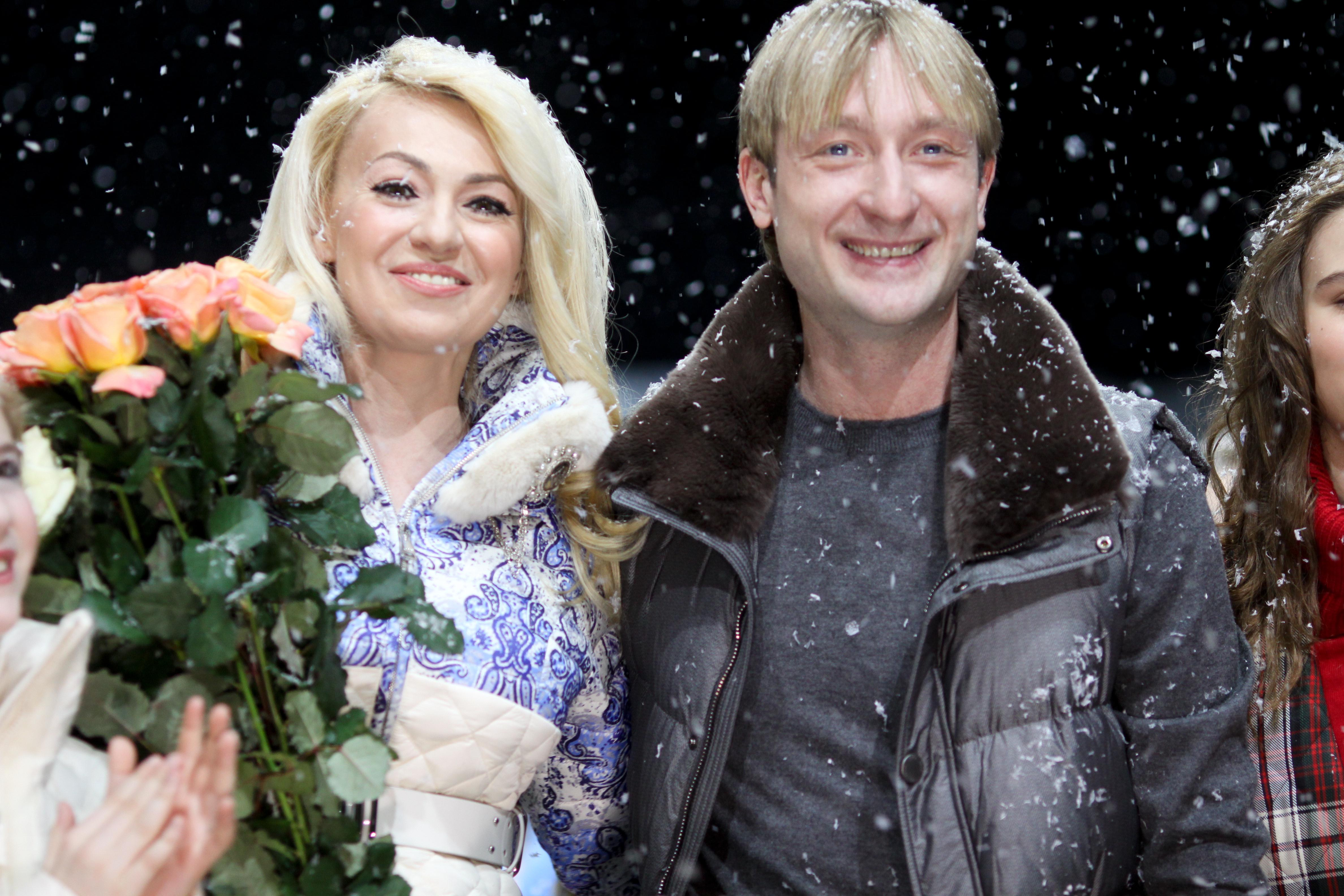 Плющенко с детьми и женами фото