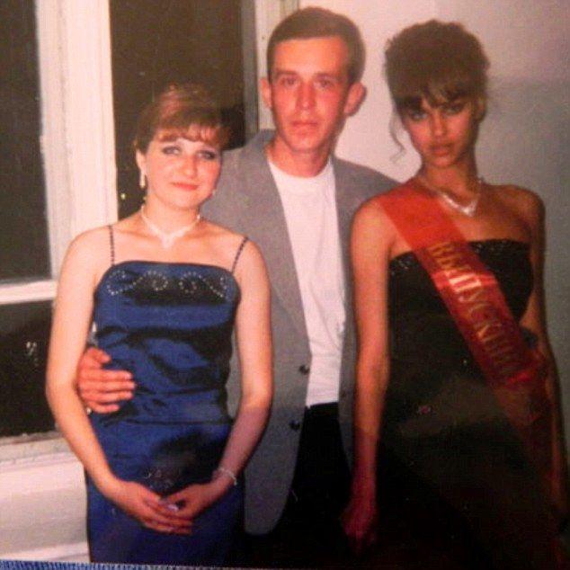 Ирина Шейк (крайняя справа) уже тогда выделялась среди своих одногодок