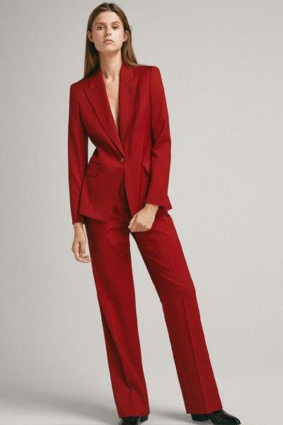 Красный брючный костюм - осенний классический образ