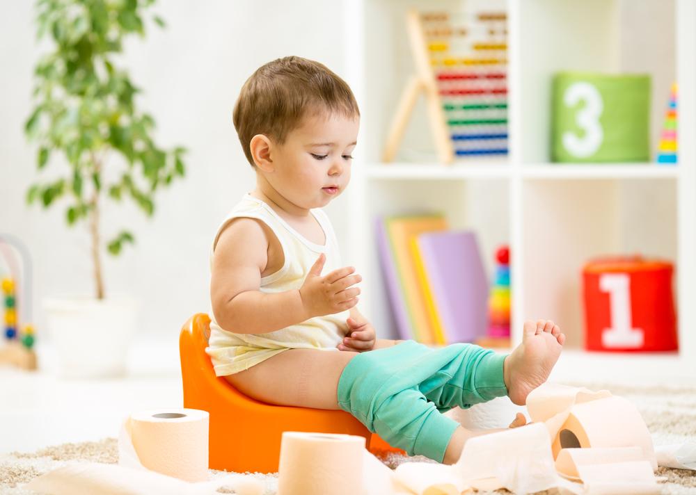 Как научить ребенка садиться на горшок