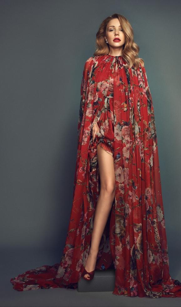 Тина Кароль одевает изысканные наряды только для съемок