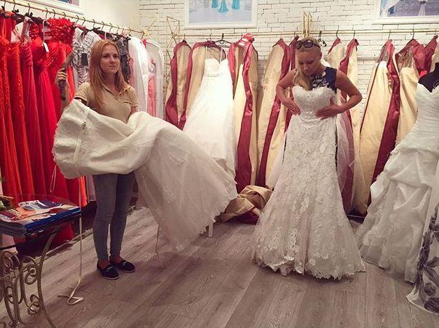 Марина Кищук примерила свадебное платье
