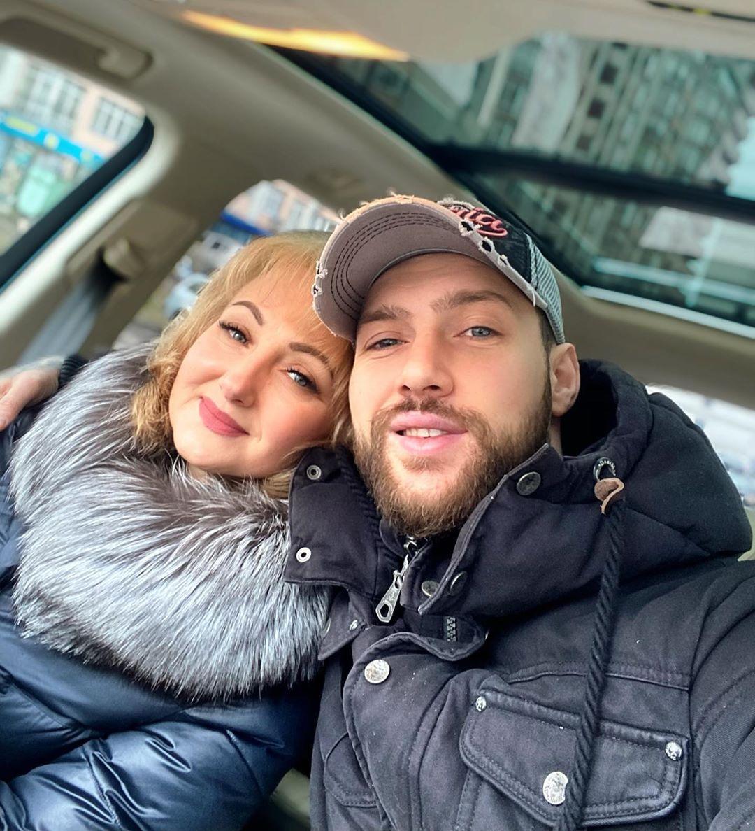 Занялась перевоспитанием: Олег Кензов в школе сидел за одной партой с мамой