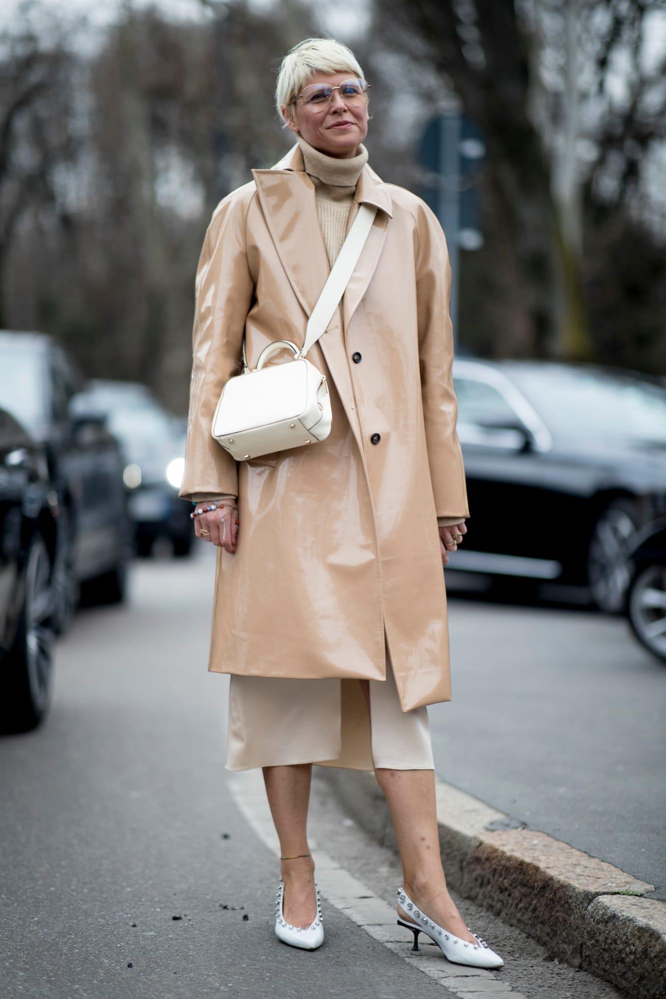 Стильная верхняя одежда на зиму 2019-2020: кожаный плащ