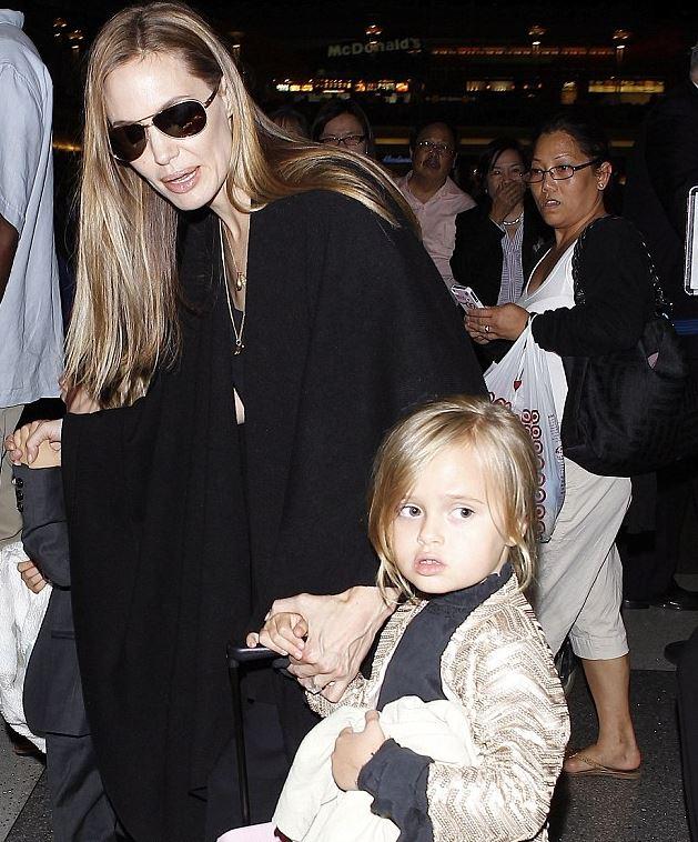Актриса Анджелина Джоли перекрасилась в русый цвет