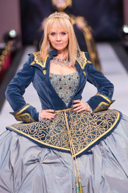 Певица Валерия а-ля Елизавета Великая