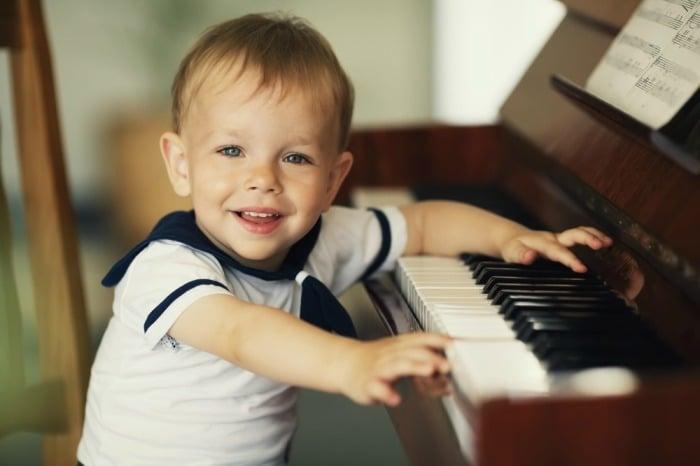 Каждому ребенку необходим индивидуальный подбор классических мелодий