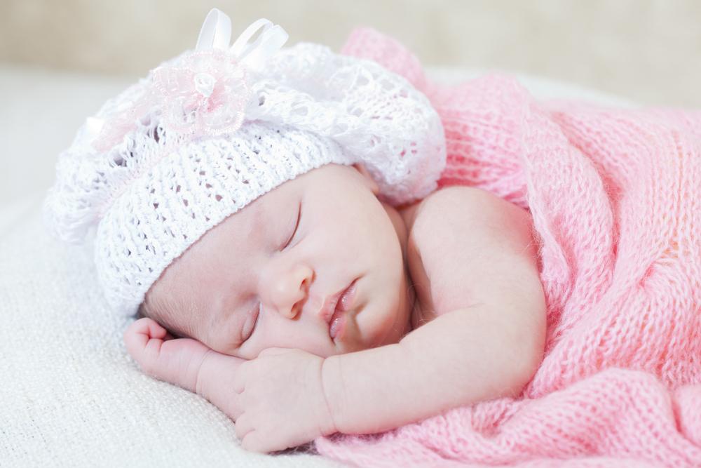 Как научить малыша спать одному