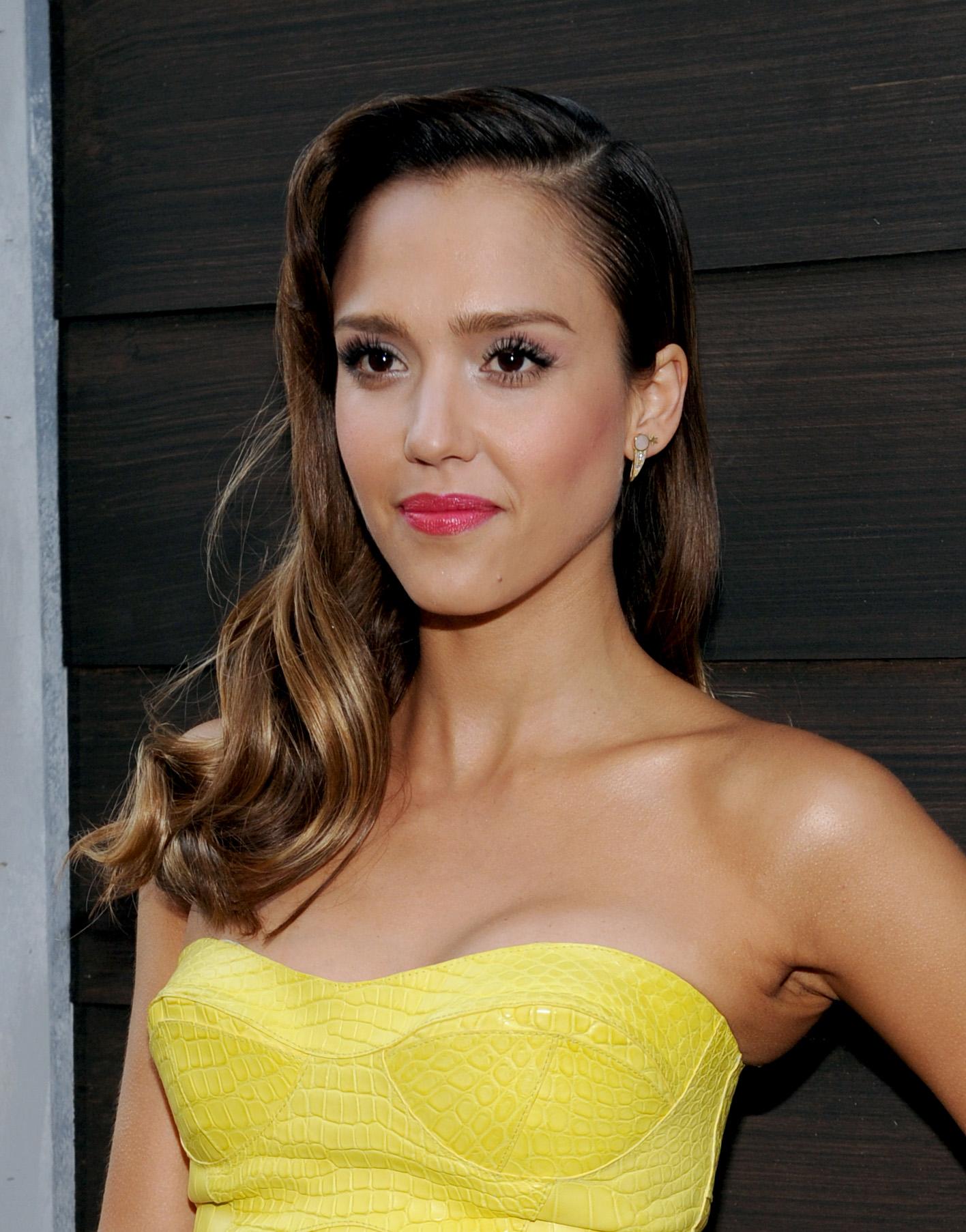Актриса Джессика Альба призналась, что не довольна своей фигурой