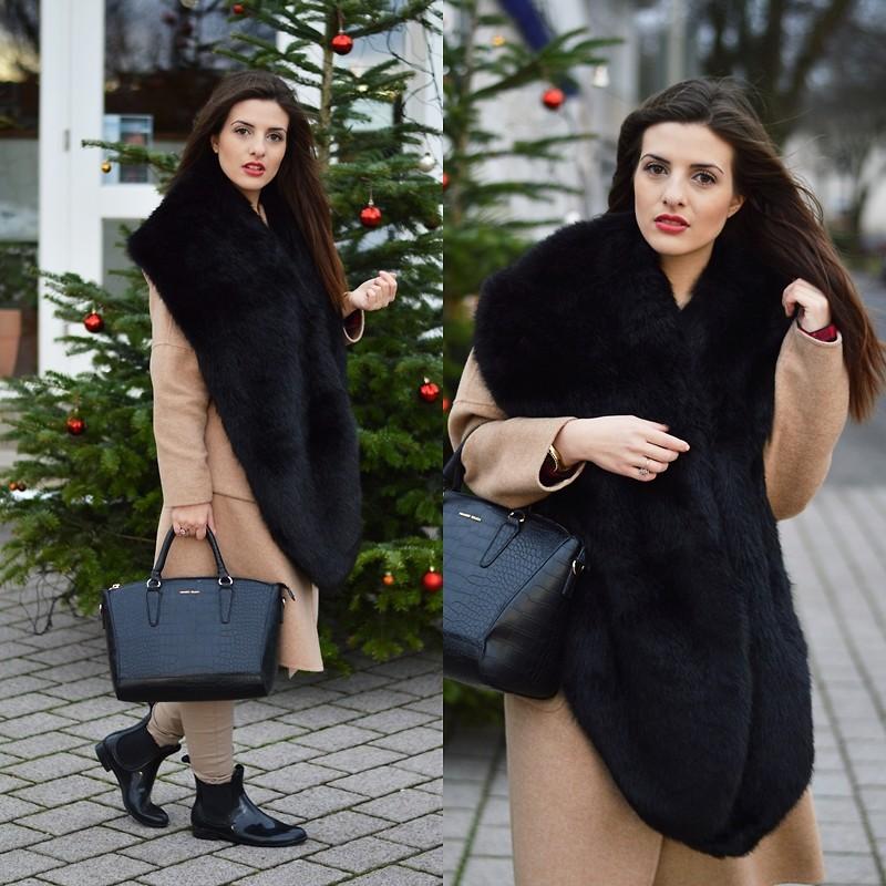 Пальто с меховым воротником станет must-have зимы 2015