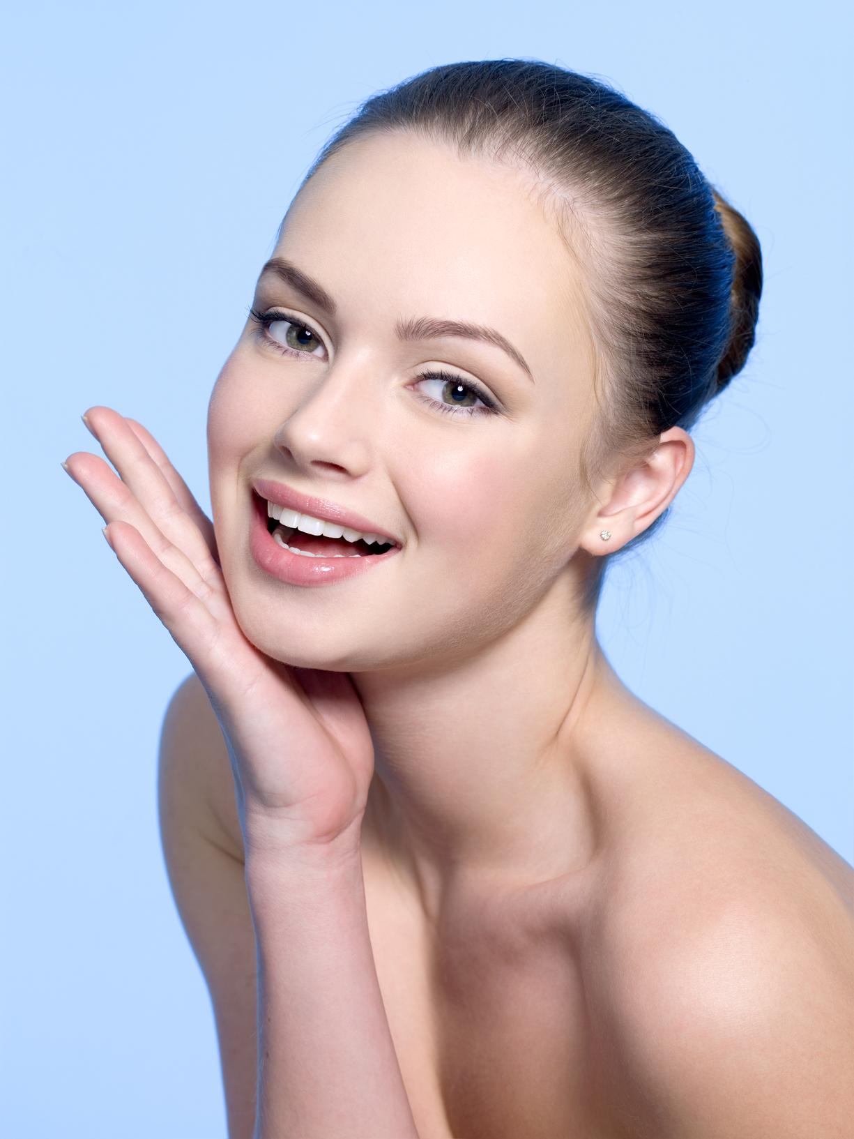 Средства с ретинолом не только стягивают поры, но и делают кожу мягкой и гладкой