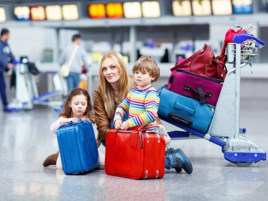 Дети в возрасте до 16 лет могут выезжать за рубеж только с согласия родителей и в их сопровождении