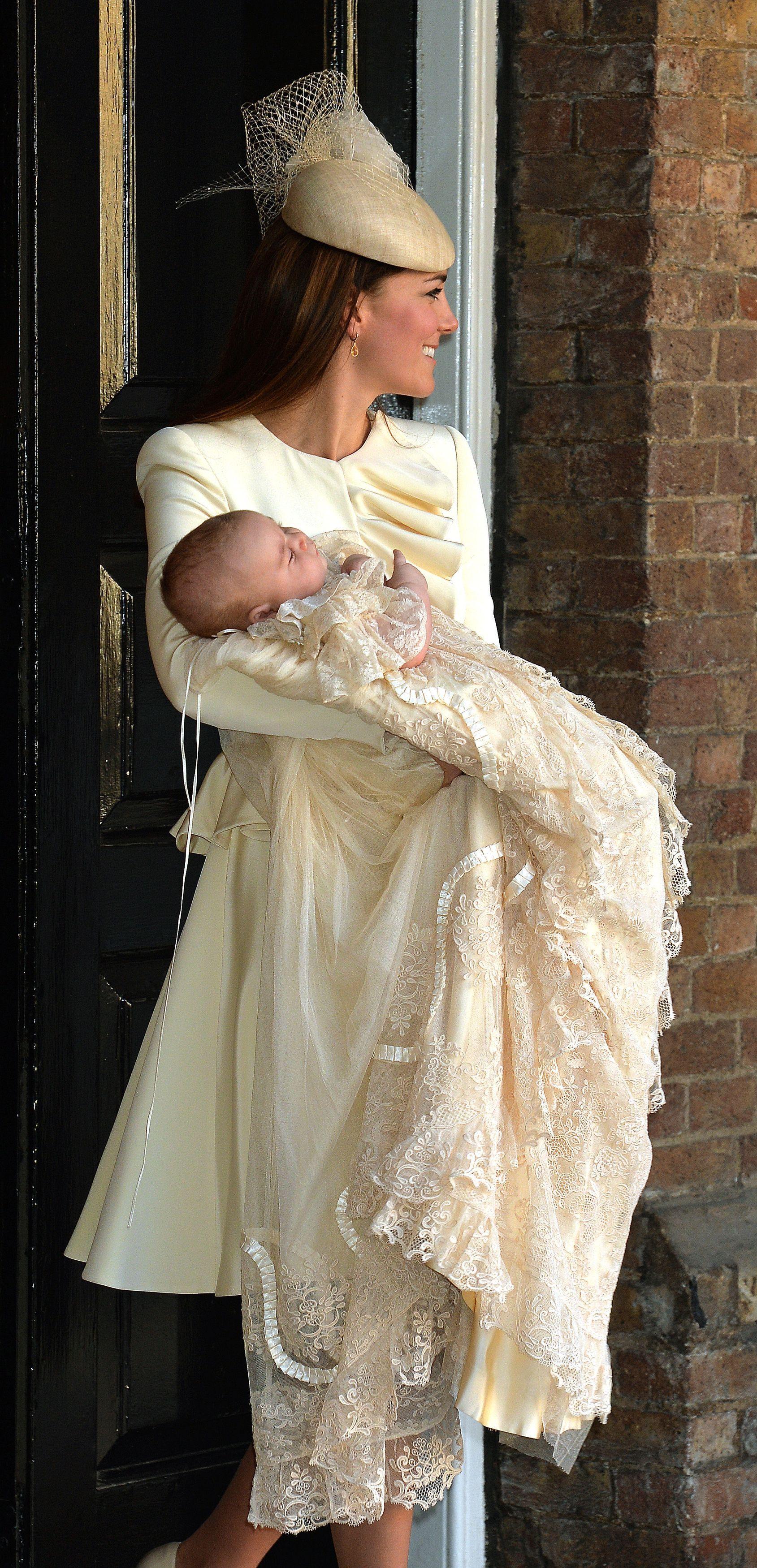 Кейт Миддлтон на крестинах своего сына Джорджа