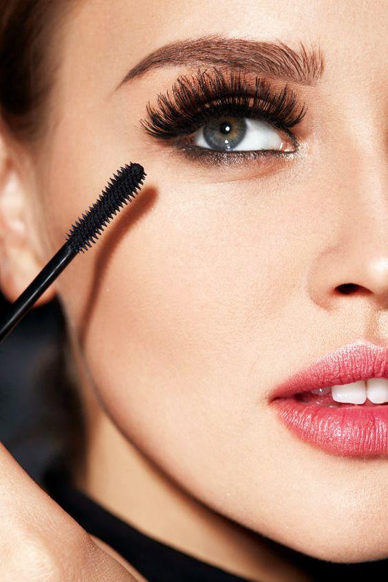 Колхозный запах: ошибка в макияже - красить только верхние ресницы