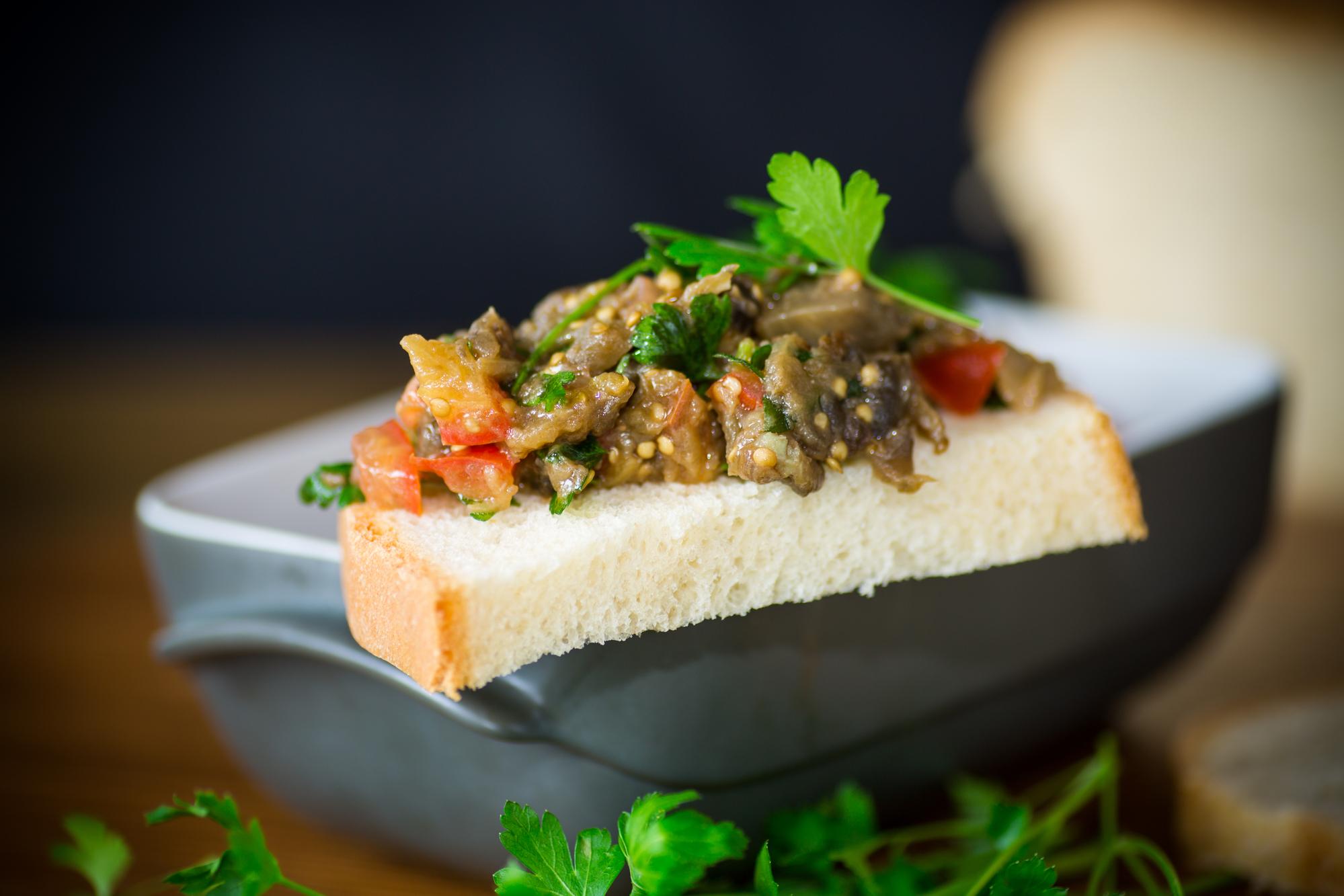 Салат из баклажанов и перца на зиму: рецепт закуски