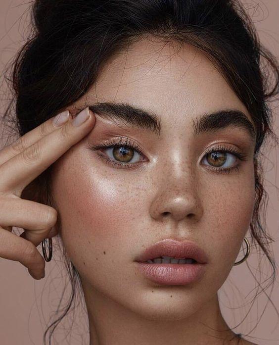 5 приемов в макияже, которые сделают глаза больше